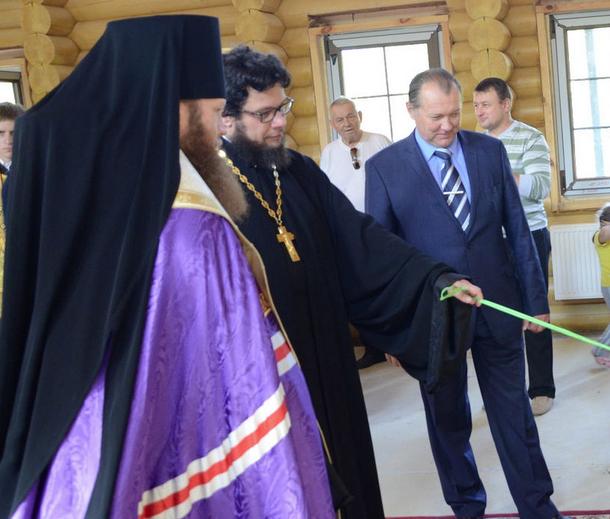 Епископ Савва совершил чин освящения колоколов